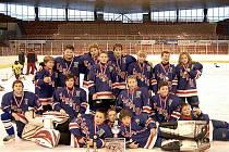 Hokejové družstvo 5. třídy SK Karviná se stalo vítězem turnaje.