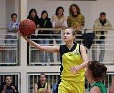 Kristýna Minarovičová čaruje s míčem. Zjevně sleduje NBA.