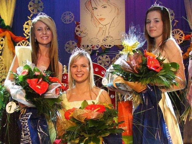 Jednotlivé body stížnosti paní Klukavé nejsou oprávněné, Zuzana Soviarová (vlevo) postupuje do finále celostátní soutěže Dívka roku 2007.