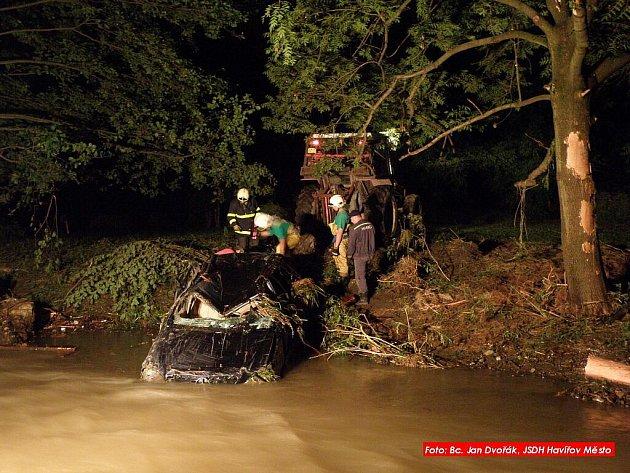 Havířovští hasiči pomáhali při likvidaci následků ničivé vodní vlny na Novojičínsku