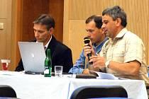 Vedení radnice je pod stálým kritickým okem opozice.