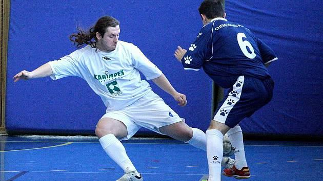 Sáloví fotbalisté Stonavy se o víkendu představí doma v posledním turnaji základní části nejvyšší soutěže.