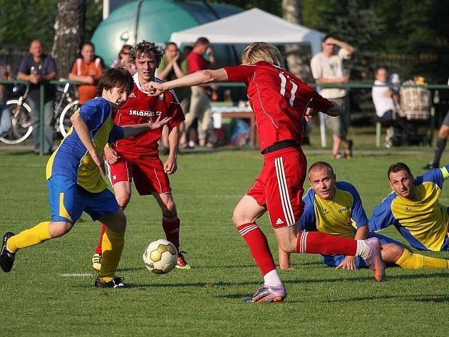 Utkání Stonava - Šenov (v červeném) skončilo smírně.