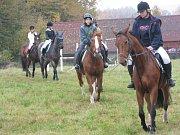 Součástí oslav byly jezdecké a překážkové soutěže.