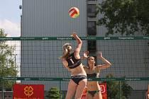 Plážové volejbalistky odehrály turnaj ze série regionálních podniků Poštovní spořitelny.