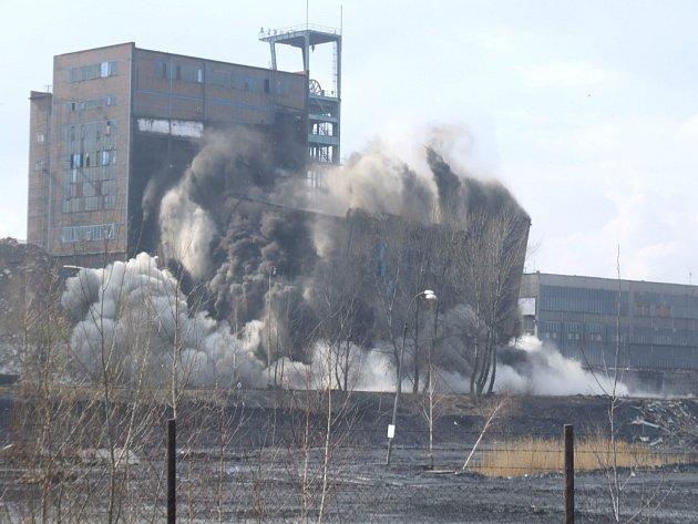 Úpravna uhlí dolu Dukla jde k zemi.
