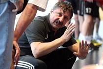 Trenér Jaroslav Hudeček postoupil s juniory do semifinálové skupiny. Co bude dál?