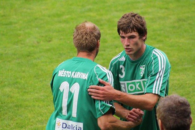 Václav Cverna (vpravo) si poprvé zahrál za Karvinou v základu.