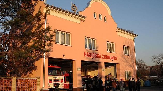 Fasáda opravené hasičské zbrojnice ve Starém Bohumíně září novotou.