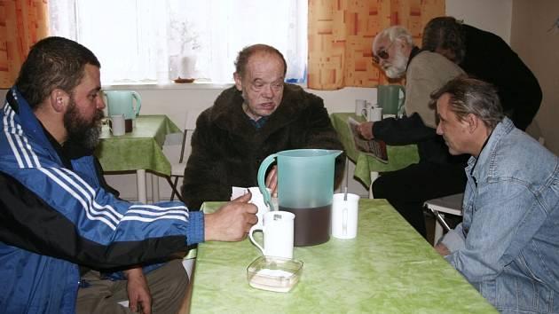 Bezdomovci v denním centru