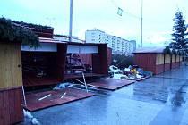 Následky poryvů větru na náměstí Republiky v Havířově