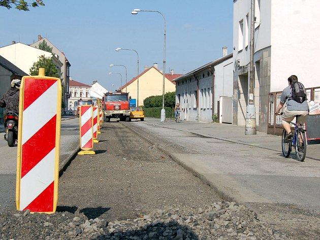 Neprůjezdná je v těchto dnech  Fryštátská ulice v centru Karviné. Opravy tam potrvají téměř do konce roku.