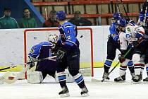 Hokejisté Karviné první duel série s Valachy zvládli.