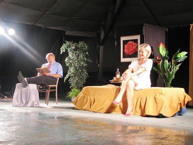 Karvinským návštěvníkům festivalu se představili zpěváci i herci.