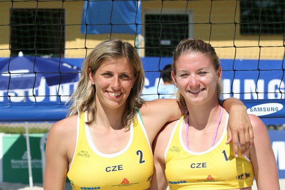 Šárka Nakládalová a Martina Šmídová - volejbalistky BVK se zlepšují zápas od zápasu.