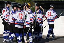 Hokejbalisté Karviné budou extraligu hrát i v příští sezoně.