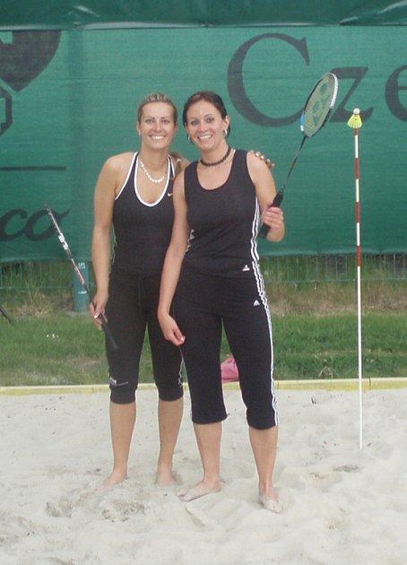 Vítězky dámské čtyřhry – Martynková (vlevo) a Bembenková.
