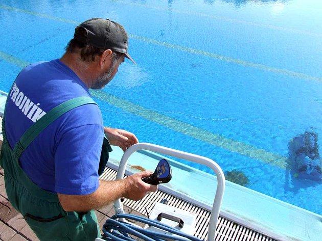 Technická obsluha se nepřetržitě stará o to, aby koupaliště bylo připraveno poskytovat kvalitní služby.