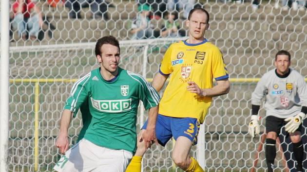 Vladimír Mišinský (v zeleném) by měl být v kádru MFK OKD i v příští sezoně. Jak to bude s ostatními?