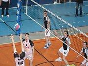 Volejbalisté Havířova (černé dresy) zdolali Příbram, ale z přímého postupu do play off se radovali jejich soupeři.