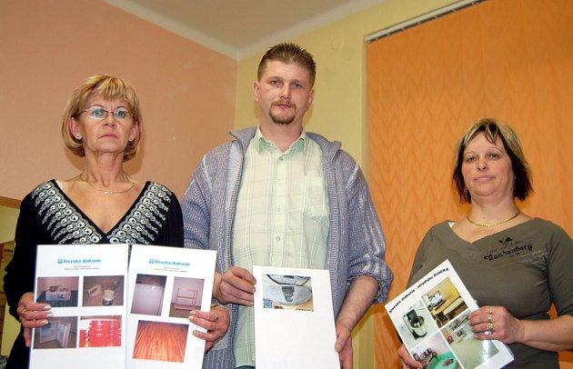 Zástupkyně stacionářů Hosana (vlevo), Eunika (vpravo) a uprostřed dobrovolník Eduard Týn.