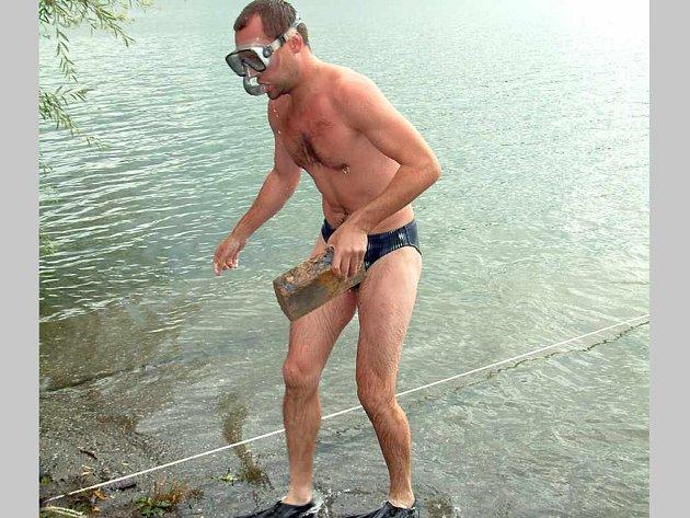 I v netradičních disciplínách vodních záchranářů si borci sáhnou až na dno.