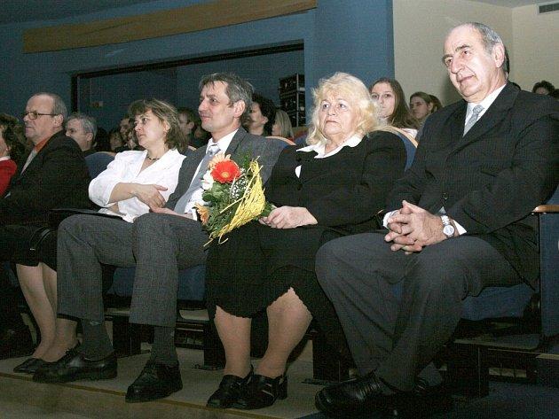 Rekordman. Pan Ladislav Vavřík (vpravo) daroval za svůj život 100 litrů krve.