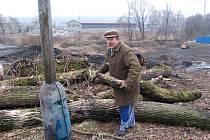 Kácení dřevin probíhá na místě, kde se v Bohumíně–Skřečoni bude stavět nový most. Přípravy běží naplno.