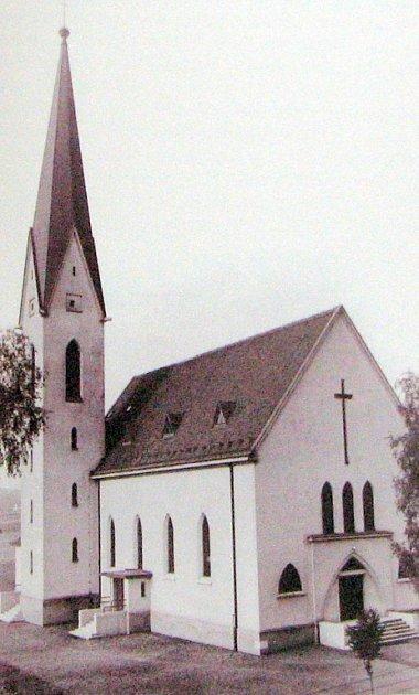 Římskokatolický kostel po dostavbě v r. 1938.