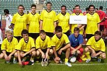 Mužstvo, které reprezentovalo místní polskou menšinu na fotbalovém turnaji národností na pražské Julisce.