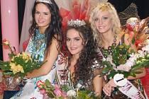 Z titulu Miss Reneta 2009 se radovala Slovenka Linda Mošaťová (uprostřed). První vicemiss je Aneta Zelená (vpravo) a druhou vicemiss tereza Kovalančíková.