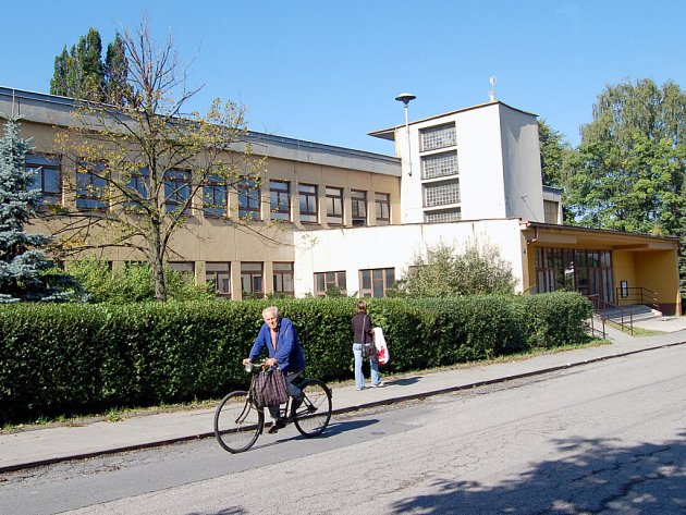 Zrušená Základní škola v Zimném dole.