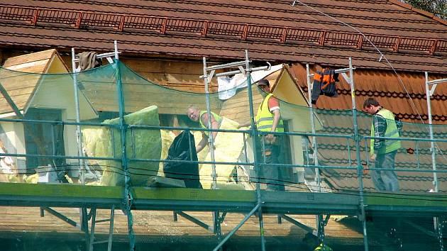 Oprava střechy havířovského zámku