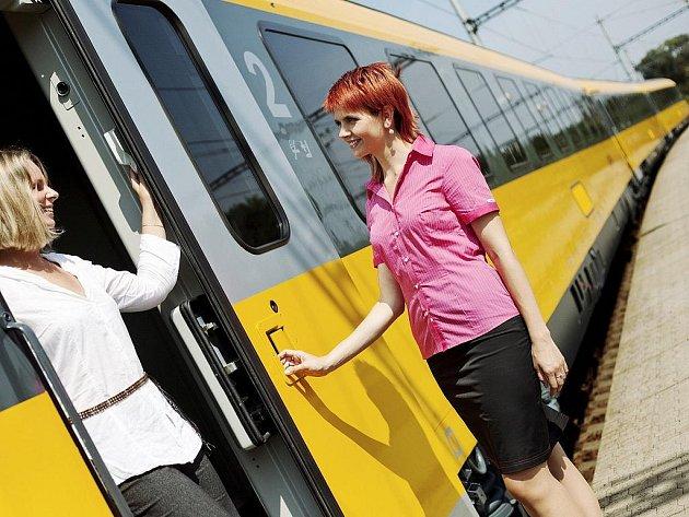 Palubní personál dálkových vlaků RegioJet