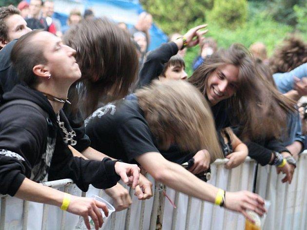 V Orlové proběhl v sobotu hudební minifestival Therapy fest s charitativním podtextem. Vystoupily mj. skupiny Kiss Praha, Root a nebo Doga.