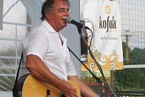 V Horních Bludovicích v hostinci U svatého Jána se pátek v rámci humanitárních koncertů na pomoc zatopeným Bludovicím na Novojičínsku představila legenda slovenské populární hudby 70. a 80. let Pavol Hammel.