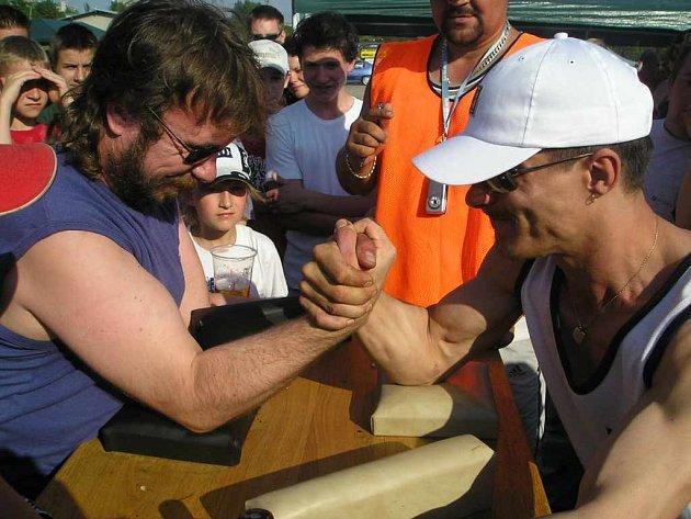 Již tradiční soutěž v páce na profi stole se stala pro návštěvníky všech věkových kategorií jednou z nejoblíbenějších atrakcí.