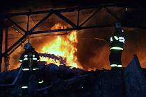 Požár pneumatik v Karviné