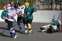 Karvinští hokejbalisté jdou pohárem dál.