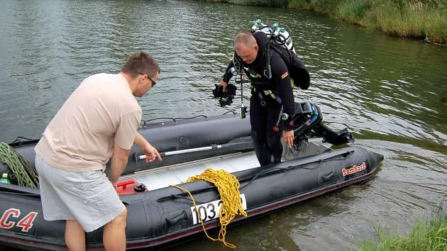 Potápěč Čeněk Janků při pátrací akci