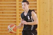 Basketbalisté Sokola (na snímku Tomáš Hadinec) již znají los svých soutěží.