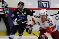 Martin Potočný (v černém) a jeho spoluhráči ztratili v posledních třech utkáních slušnou porci bodů.