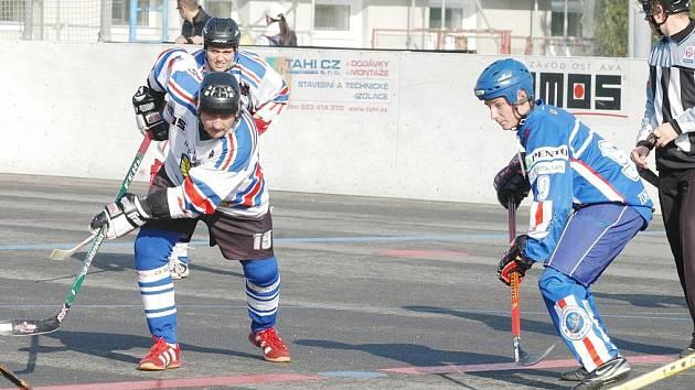 Hokejbalisté Karviné mají za sebou zvládnuté derby v Opavě i první polovinu extraligové soutěže. Jako nováček jsou zatím pátí.