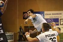 Krzysztof Lyžwa (ve výskoku) - nejlepší hráč utkání.