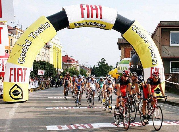 Českým Těšínem se prohnal ve středu v podvečer cyklistický peleton. Ten zde projížděl při jedné z etap v rámci Tour de Pologne.