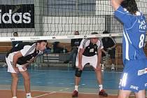 Volejbalisté Brna si odvezli z Havířova (černé dresy) cenné extraligové vítězství.