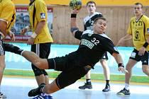Roman Požárek v akci. Baníkovci postoupili do osmifinále poháru.