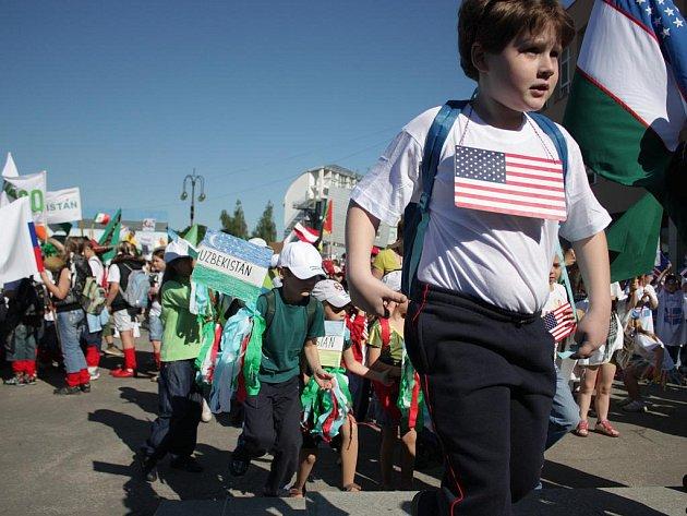 Děti vzaly přípravu na reprezentaci vylosované země poctivě. K vidění byly i působivé kostýmy.