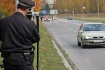 O Dušičkách musejí řidiči počítat i s kontrolou rychlosti v blízkosti hřbitovů