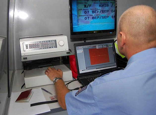 Ke kontrole dokladů slouží moderní technika